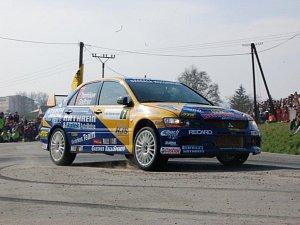 Závodní auta se proháněla po Činovském okruhu
