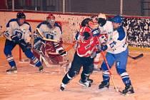 V utkání patnáctého kola okresního přeboru mužů nečekaně hladce porazili hokejisté domácí TJ své hosty z TJ Sokol Malá Víska 7:2