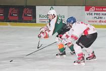 Liga juniorů: HC Klatovy (v bílém) - HC Most 4:6.