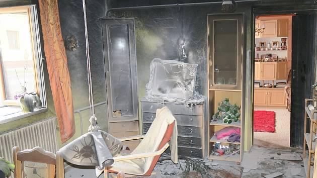 Požár ve Švihově, který vznikl od televizoru.