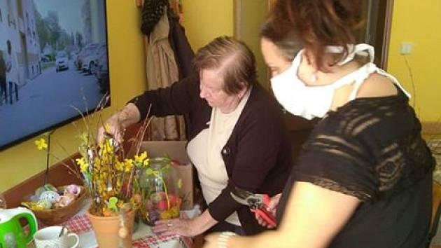 Příprava na Velikonoce v Domově pokojného stáří Naší Paní v Klatovech.