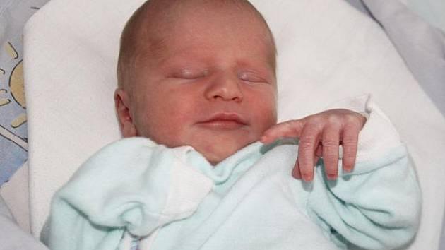 Oldřich Dundr z Vrhavče se narodil v klatovské porodnici 14. července v 6.30 hodin. Vážil 2720 gramů a měřil 49 cm. Rodiče Slávka a Oldřich věděli dopředu, že Tomáškovi (3), který se mimochodem narodil 15. července, přinesou domů bratříčka.