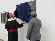 Odhalení pamětní desky teologu Vladimíru Boublíkovi v jeho rodných Mokrosukách