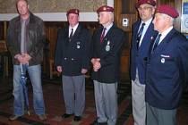 Veteráni na klatovské radnici (vlevo starosta Rudolf Salvetr)