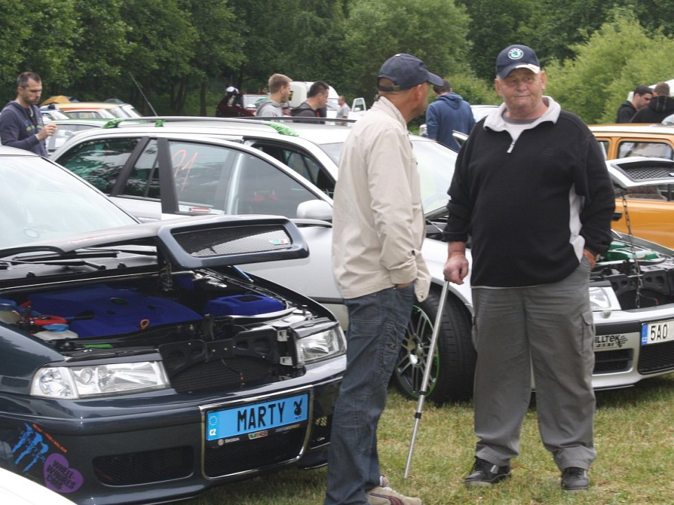Sraz vozů Škoda v Běšinech
