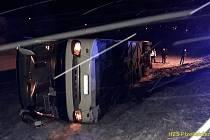 U Dobršína nedaleko Sušice havaroval autobus