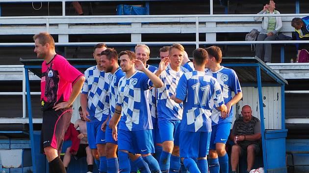 Fotbalisté Nýrska po vstřeleném gólu do sítě Nepomuku (vítězství 4:1) v rámci 4. kola aktuálně pozastaveného ročníku krajského přeboru.