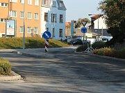 Kruhový objezd u parku v Klatovech je hotov.