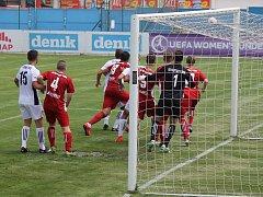 V letní přípravě v rámci Memoriálu Stanislava Trnky slavily vítězství Přeštice. V sobotu v rámci 14. kola divizní skupiny A se ale karta obrátila. Klatovy (v červených dresech) na rivala vyzrály 1:0.