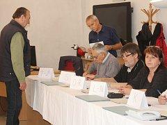 Volby v okrsku č. 12 v Klatovech.