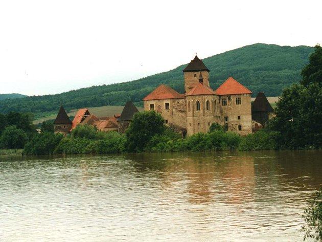 Hrad Švihov pod vodou v roce 2002