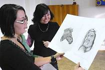 Žáci při talentových zkouškách k přijetí do studijního oboru Grafický design.