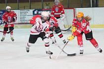 Žákovská liga starších žáků: HC Klatovy (v červeném) - HC Strakonice 3:7.