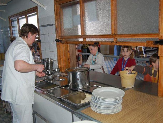 Minulý rok skončila výjimka Evropské unie, která nařizovala povinné úpravy školních jídelen, aby vyhovovaly evropským standardům