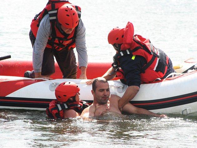 Hasiči u Beňov zachraňovali tonoucího plavce.