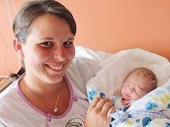 Sebastian Šlais ze Sušice (2500 g, 49 cm) se narodil v klatovské porodnici 17. května v 1.50 hodin. Rodiče Magdalena a Martin si nechali pohlaví svého prvního miminka jako překvapení až na porodní sál, kde synka přivítali na svět společně.