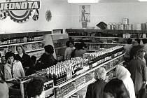 Slavnostní otevření jednoty v Žichovicích rok 1976.
