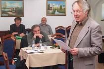 O poutních místech na Šumavě přednášel Vladimír Horpeniak z Muzea Šumavy.