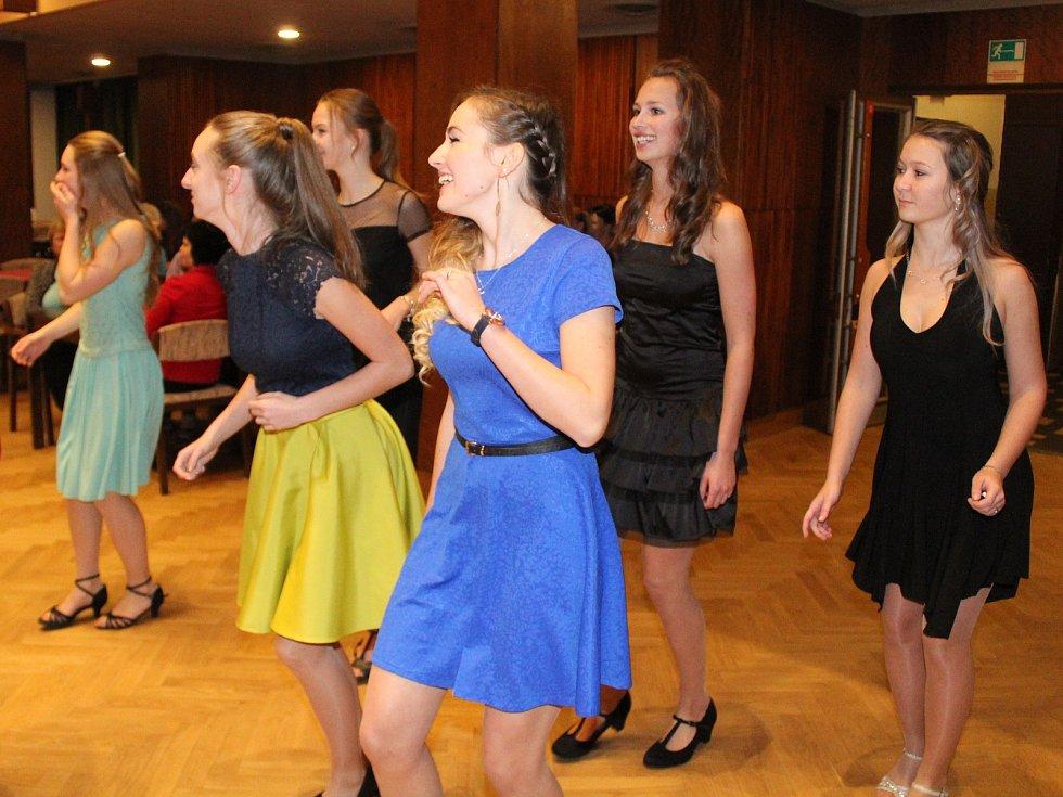 Kurz tance a společenské výchovy v Klatovech.