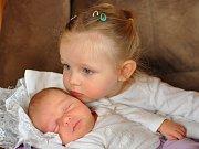 Helena Brooksová z Klatov (3900 g, 51 cm) se narodila rodičům Heleně Brooksové Toušové a Geoffu Brooksovi. Doma na ni čekala dvouletá sestřička Evička. Na narození si Helenka počkala do České republiky, kam přiletěla z Kataru.