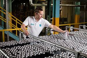 Výrobní závod americké společnosti Ball v obci Dýšina nedaleko Plzně, kde vznikají moderní plechovky.