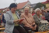 Oslavy Dne seniorů na sušickém náměstí.