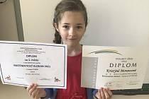 Kristýna Moravcová s diplomy.