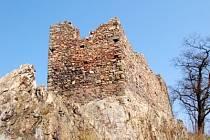 Starodávná tvrz je lákadlem pro návštěvníky Zavlekova.