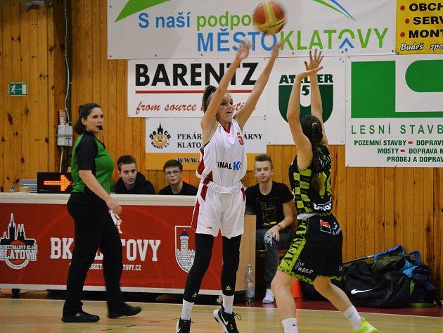 Ze zápasu BK Klatovy U17 (v bílém) vs. HB Basket.