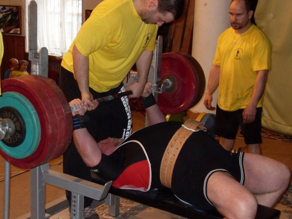 Antonín Šota z TJ Sokol Klatovy vyhrál ve Zbýšově nad 120 kg masters 3.