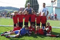 Dlouhoveská fotbalová mládež dělá radost trenérům i rodičům.