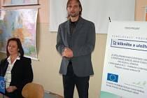 Vzdělávací projekt Klikněte a uložte, jehož součástí jsou plánované dva kurzy, představili manažer projektu Marcel Hlaváč a koordinátorka Marie Platzká.