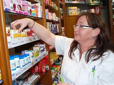 Klatovská lékárnice Marie Greszlová z lékárny Poseidon se snaží lidem poradit ohledně užívání antibiotik celoročně.  Přesto je za kampaň Antibiotický týden ráda.