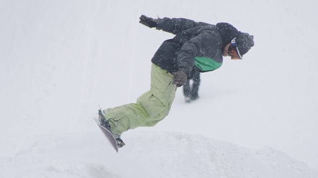 Na Špičáku bylo o víkendu živo. Otevřeli tam i snowpark.