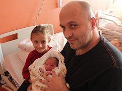 Viktorie Dolejšová ze Stropčic (2550 gramů, 48 cm) se narodila v klatovské porodnici 24. listopadu ve 23.24 hodin. Rodiče Hana a Pavel přivítali svoji očekávanou dcerku na svět společně. Na sestřičku doma čeká Barborka (5).
