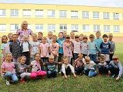 Žáci 1. A ze ZŠ Klatovy, Tolstého s třídní učitelkou Evou Roubalovou.