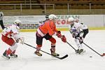 Přátelský zápas dorostu: HC Klatovy (v bílém) - HC Tachov-Mariánské Lázně 5:3.