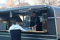 Jaroslav Peksa s Food Truckem v Přešticích.