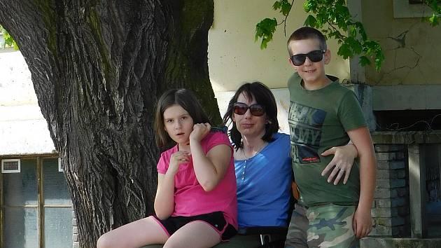 Jana Bendová s rodinou.