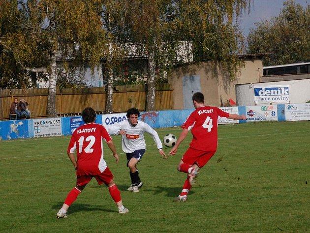 Fotbalisté TJ Klatovy A porazili na domácím hřišti 24. října Horní Břízu 2:1