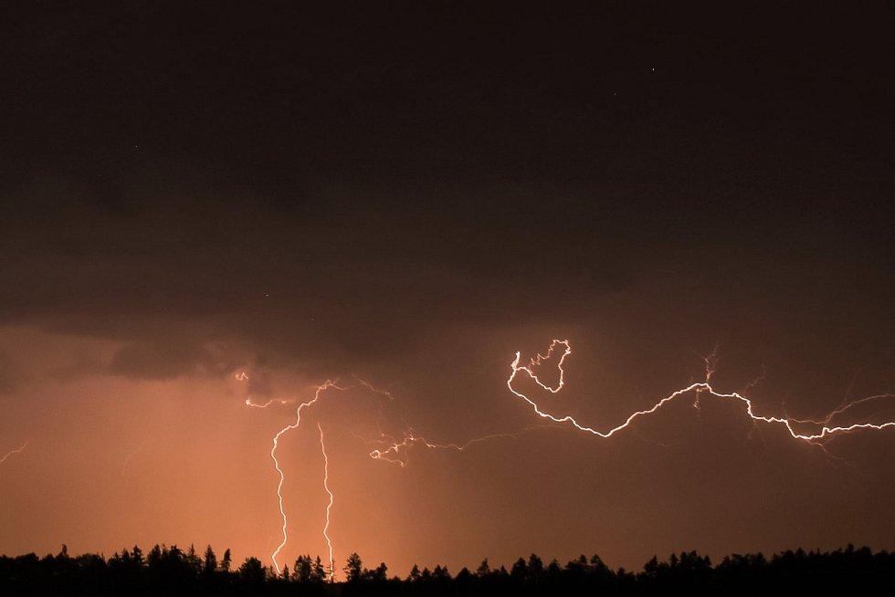 Nedělní bouřka.