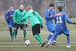 Zimní turnaj mužů v Sušici: Nýrsko (v modrém) - Sušice 1:5.