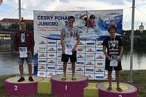Vít Pohanka (uprostřed) z Kanoistického klubu Klatovy vyhrál v K1 poslední nominační závod do juniorské reprezentace 2018 v Roudnici nad Labem.