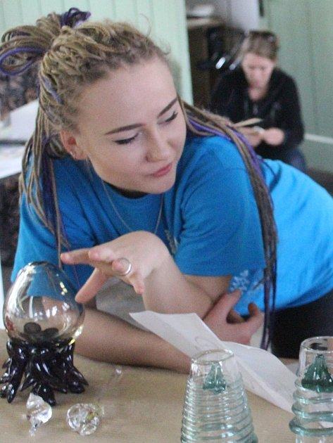 Anna Beglyakova vannínské sklárně.
