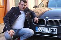 Jaroslav Dvořák se svou značkou.