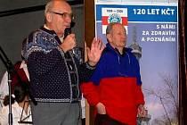 Mirko Laník (vpravo) s předsedou Klubu českých turistů Janem Stráským na oslavách 120 let KČT ve Švihově