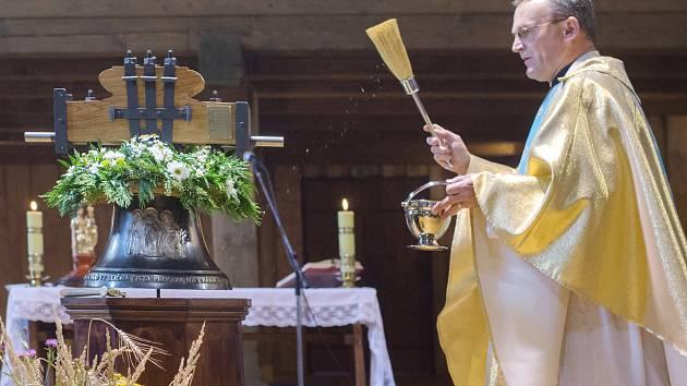 Svěcení zvonu ve Švihově.