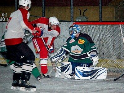 Hokejisté Lub porazili v sobotním utkání devátého kola okresního přeboru mužů Bohemia Lion Cup na klatovském ledě své hosty z domažlické Flóry vysoko 10:1.