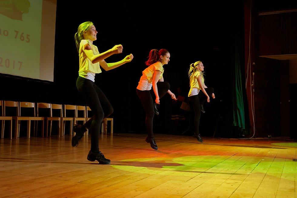 Daria Nováčková se skupinou Marty Dance Klatovy.