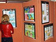 V ZUŠ zahájili výstavu o zvířatech z pohádky.